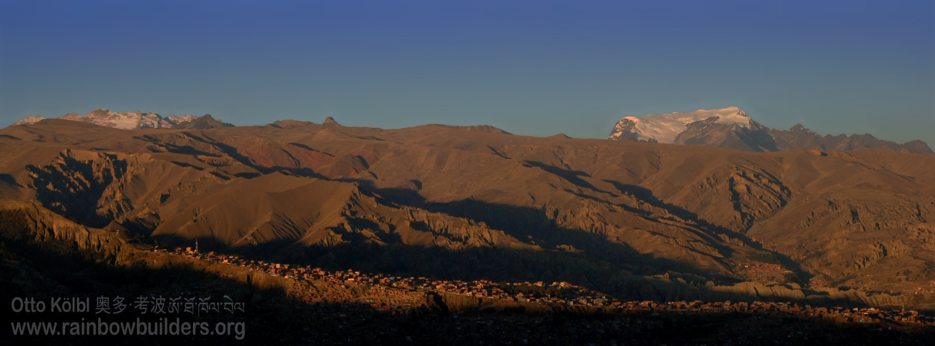 The Andes mountain range gives each photo of La Paz a special touch.