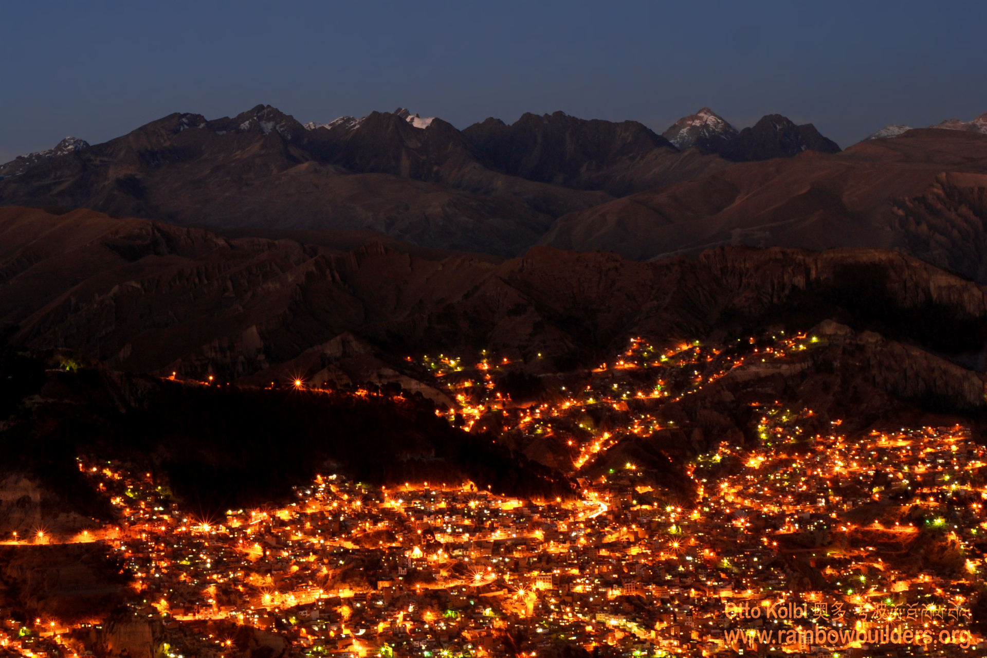 The people of La Paz have built houses in each tiny valley which is large enough to hold a small road. This becomes obvious after sunset, when the streetlamps reveal their position.