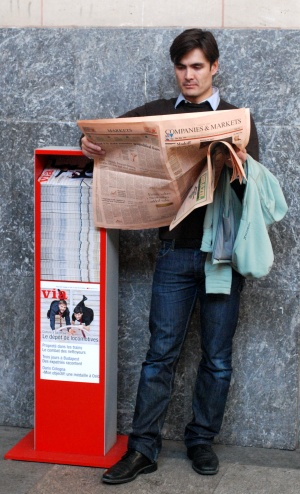 newspaper-reader300