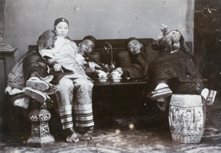 An opium den in Shanghai, around 1890. In the upper class, drug addiction was even more widespread than in the population in general. Photo: Shanghai Municipal Police.
